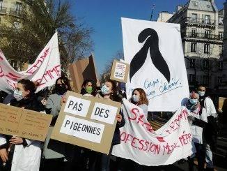 Mobilisation des sages-femmes le 8 mars 2021.