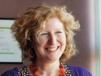 Sally Pairman est sage-femme et professeure en maïeutique.